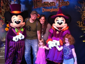 A visit with Minnie and Mickey at Halloween Time at Disneyland // (c) Janeen Christoff