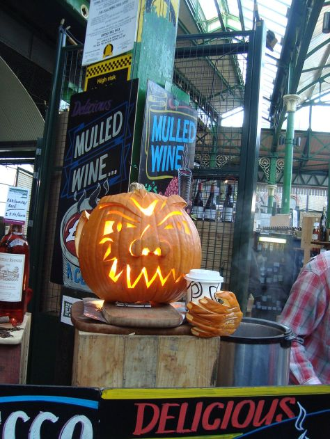 By Rene Cunningham (Flickr: Borough Market) [CC-BY-2.0 (http://creativecommons.org/licenses/by/2.0)], via Wikimedia Commons