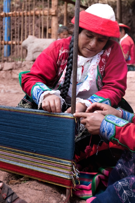 Woman weaving in Peru // (c) Julie Edgely Flickr