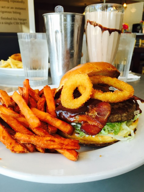 Burgers, fries and a shake at Chomp // (c) Janeen Christoff